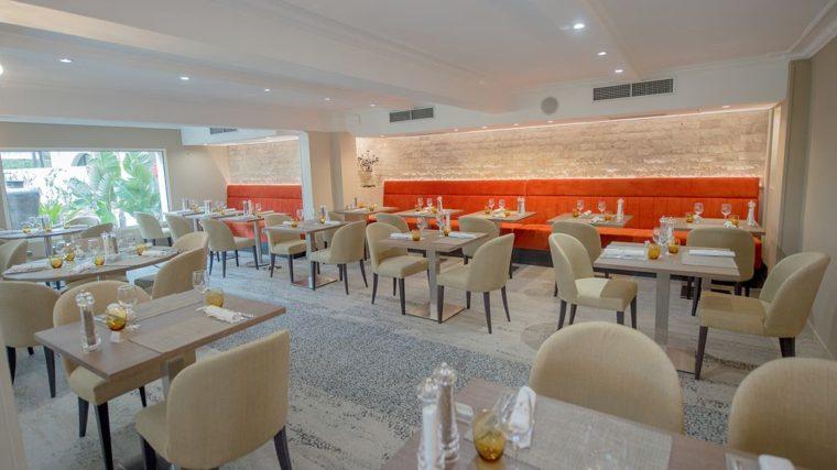 """Salle du Restaurant """"Chez Cathy"""" au Lou Castelet à Carros"""